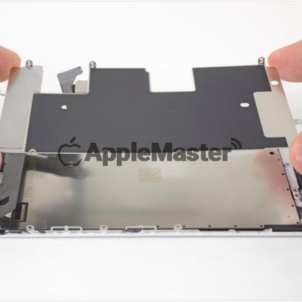 Снятие защитной пластины дисплея iPhone 8