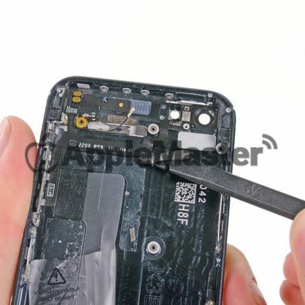 Демонтаж кнопок громкости и включения iPhone 5