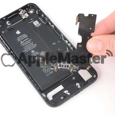 Демонтаж нижнего шлейфа iPhone 7