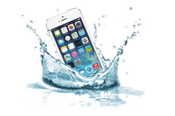 iPhone 5 в воде